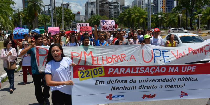 Servidores da UPE cobram reajuste em Recife