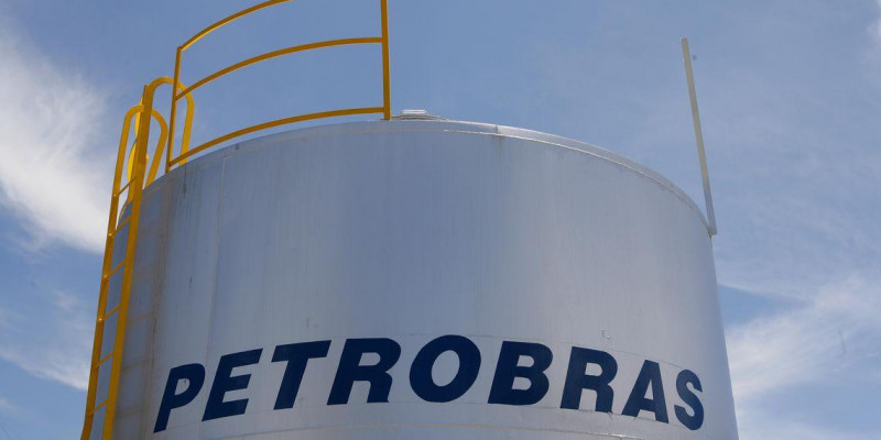 Petrobras aumenta em 2,5% preço da gasolina