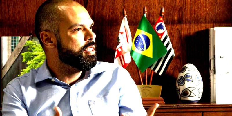 Com mais de 12 bilhões em caixa, Bruno Covas afirma não ter dinheiro para reajustar salários dos servidores