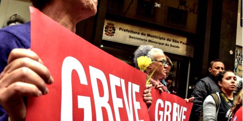 Assembléia decide manter greve de servidores da Prefeitura de SP