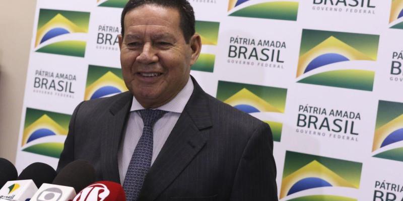General Mourão, vice-presidente, afirma que o Brasil atravessa nova era de céus cinzentos