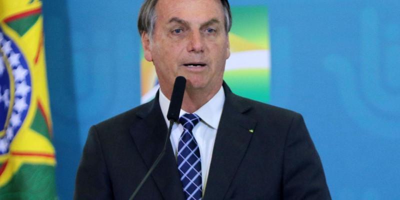 Gasolina sem imposto é proposta de Bolsonaro
