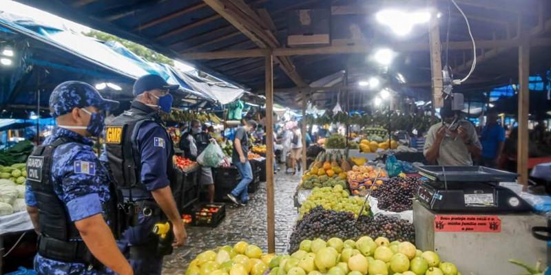 Mesmo sob risco de contaminação desenfreada, Recife retoma atividade econômica