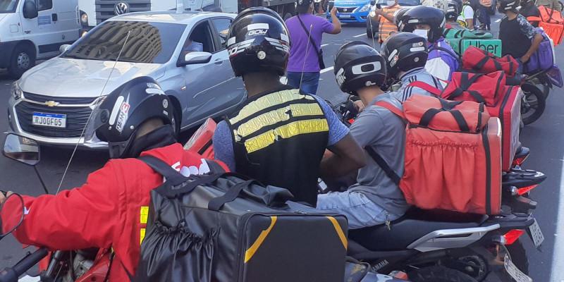 Falta de sinalização de trânsito adequada provoca morte de motociclista em Niterói