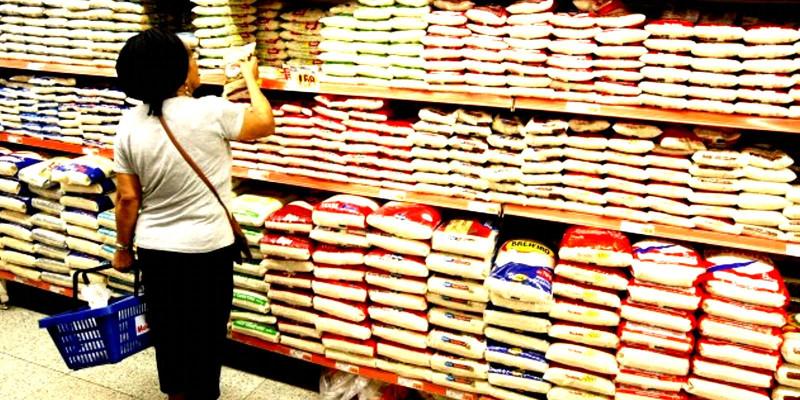 Inflação dos alimentos atinge 9,75% e servidores sofrem com salários congelados