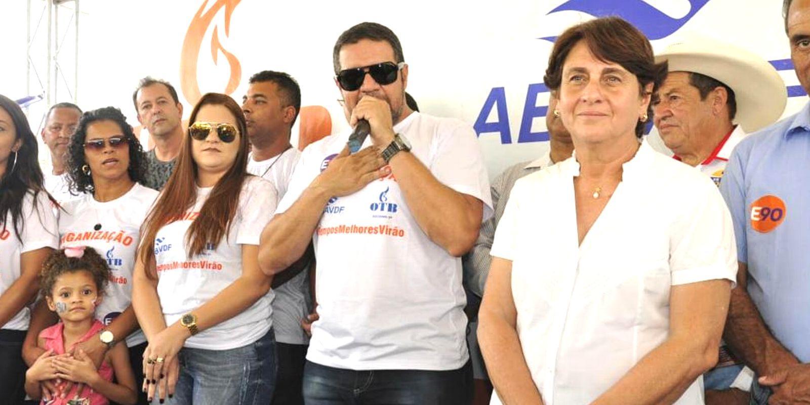 Eliana Pedrosa, candidata líder ao governo do DF assina com OTB