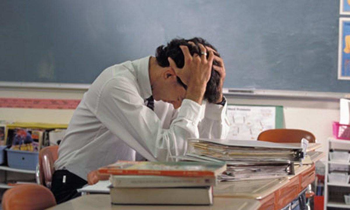Terceirização de professores e reajuste zero