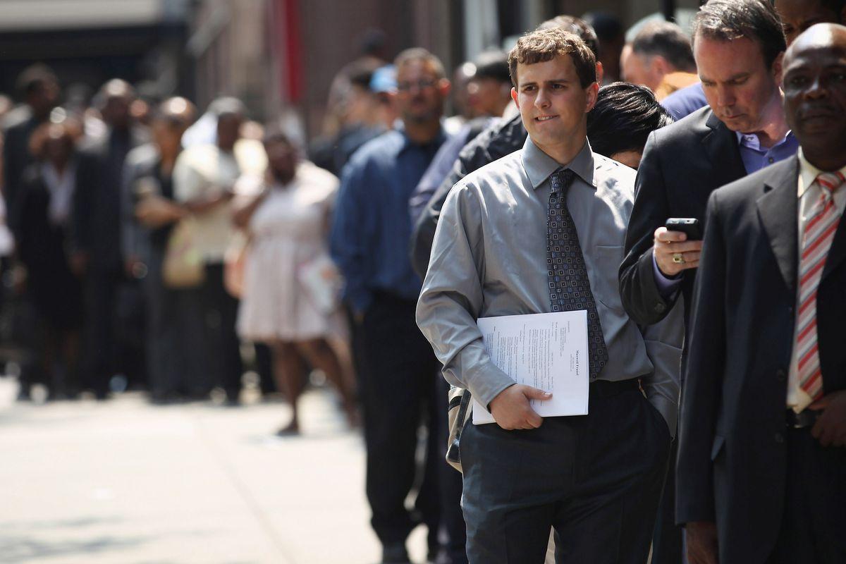 É urgente a criação de empregos