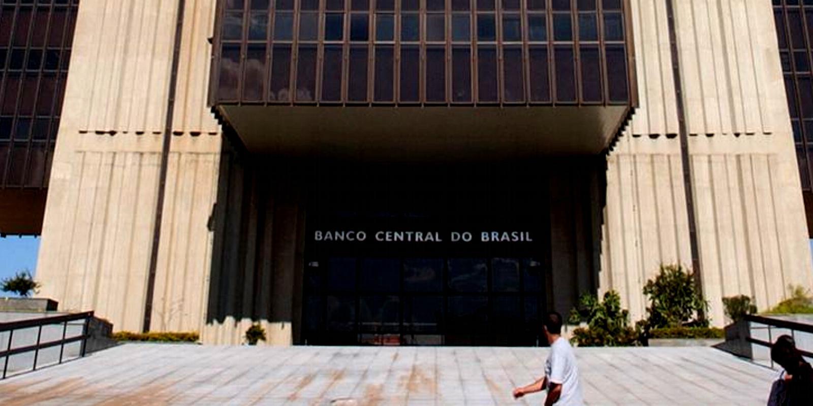 Economia caminha para trás, projeção de crescimento cai pela quinta vez consecutiva