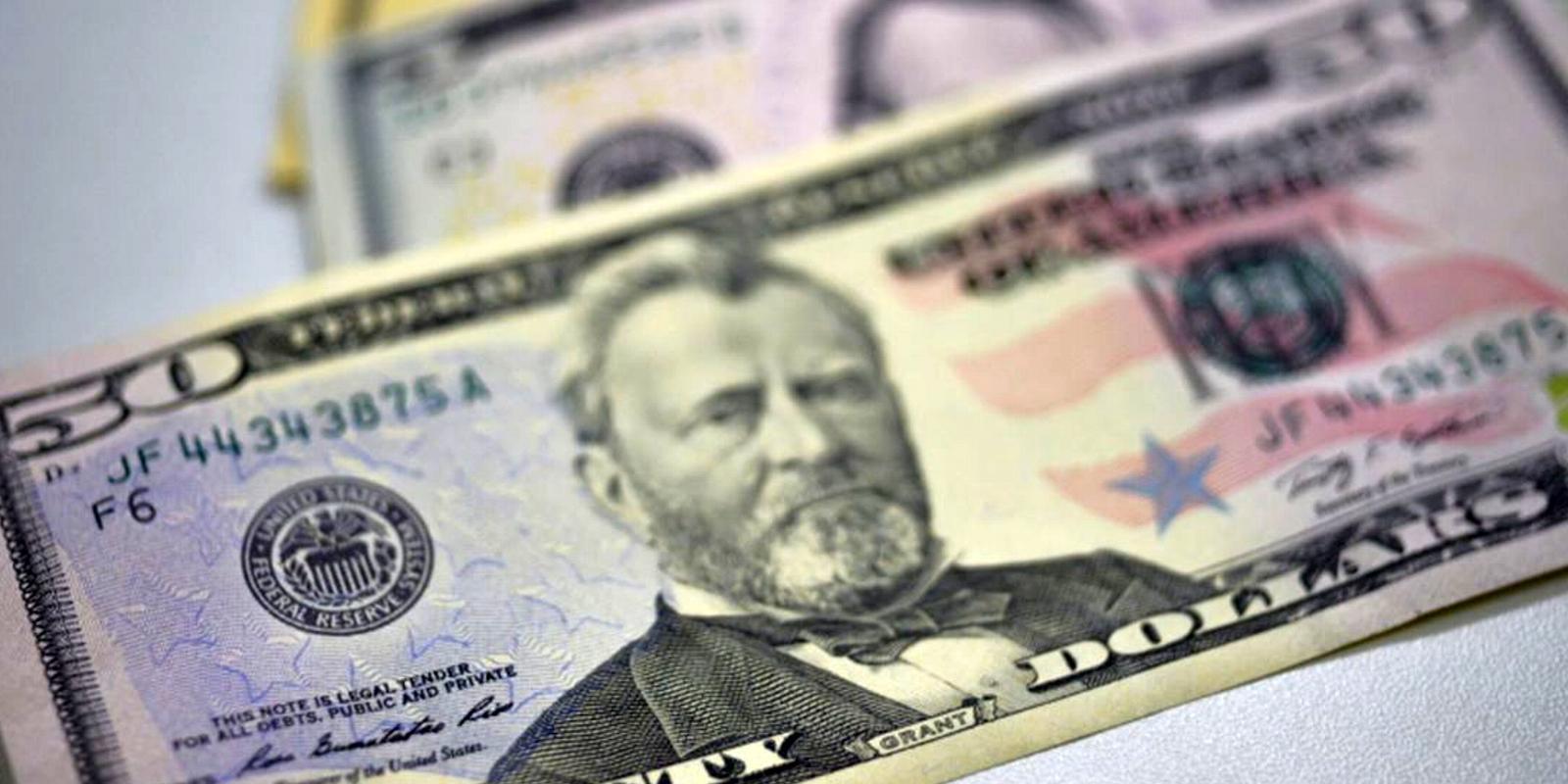 Dólar volta a encostar em R$ 4 e fecha no maior valor em sete meses