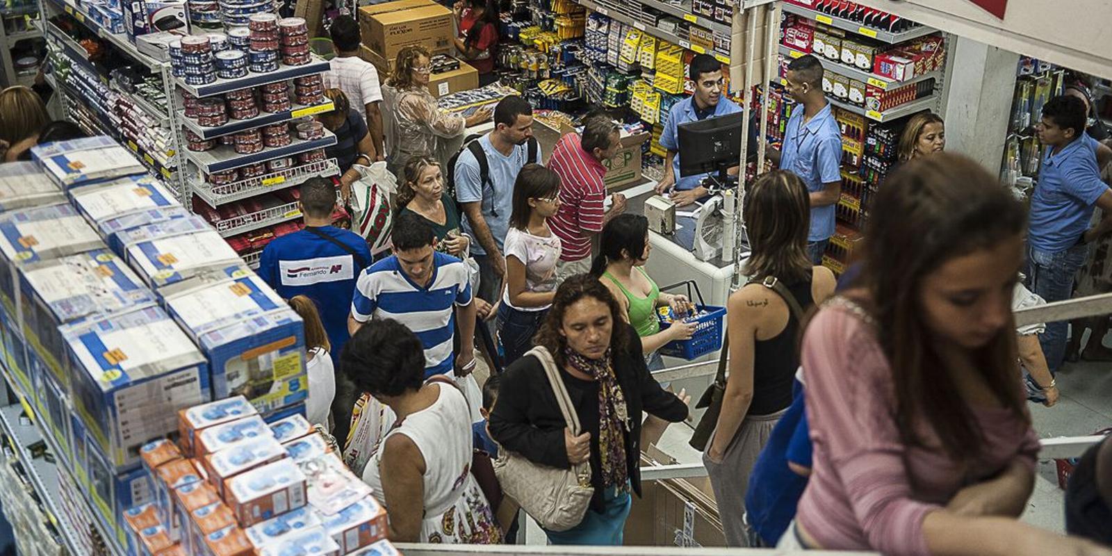 Percentual de famílias brasileiras endividadas cresce no país