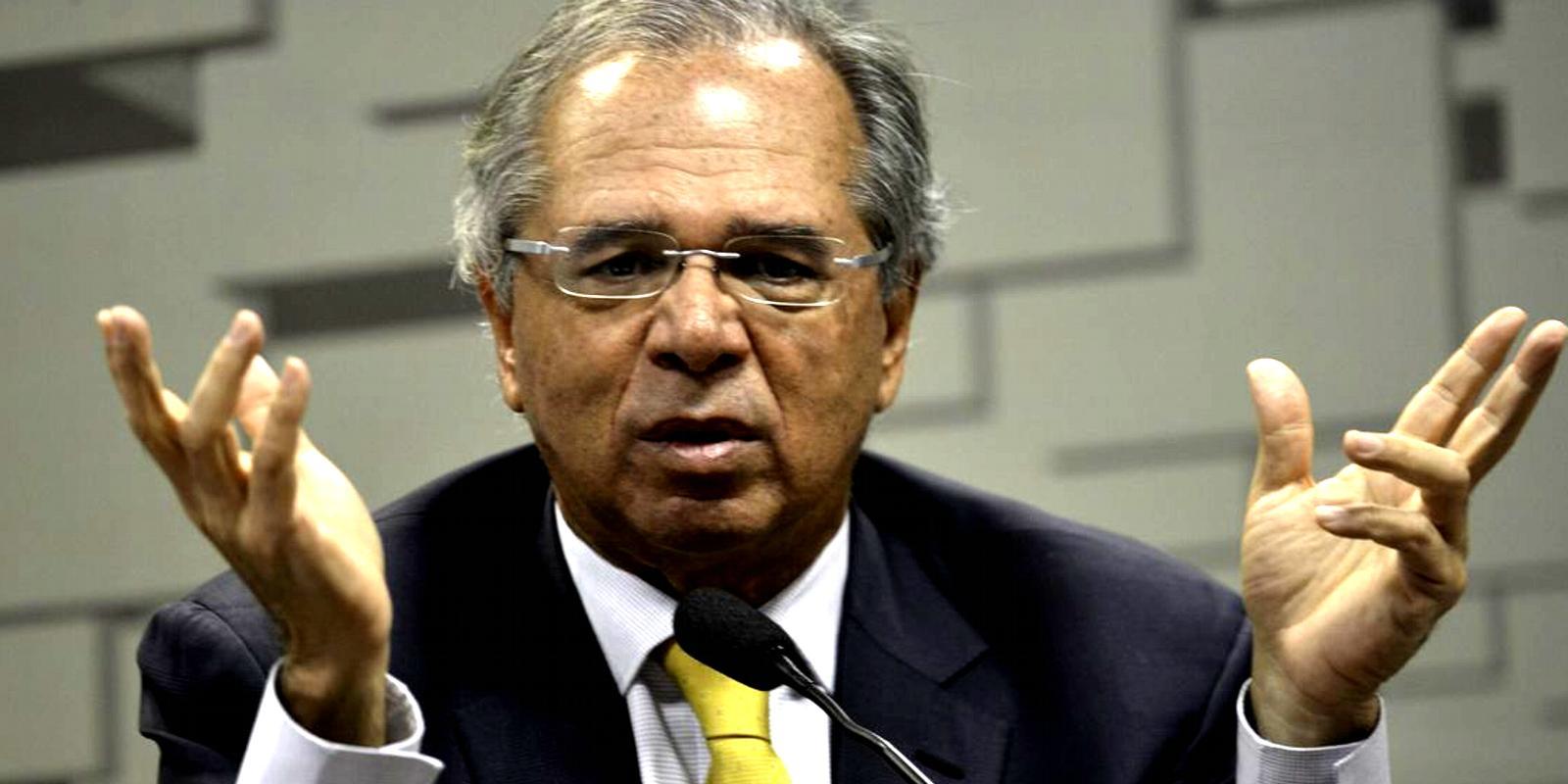 Servidores públicos tem culpa pela roubalheira, diz Guedes
