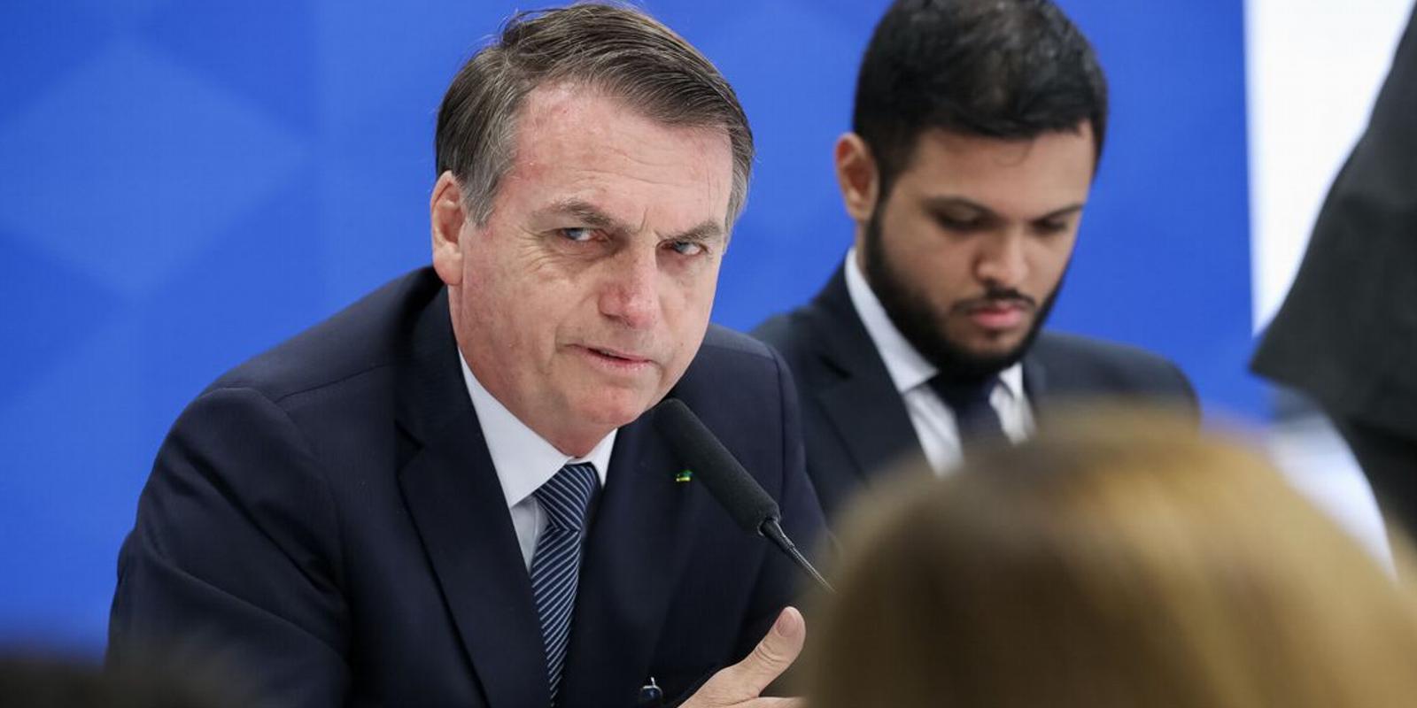Única forma de se comunicar com segurança é pessoalmente, afirma Bolsonaro