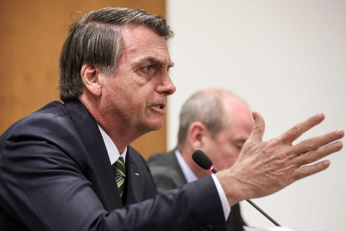Bolsonaro comemora crescimento pífio do PIB