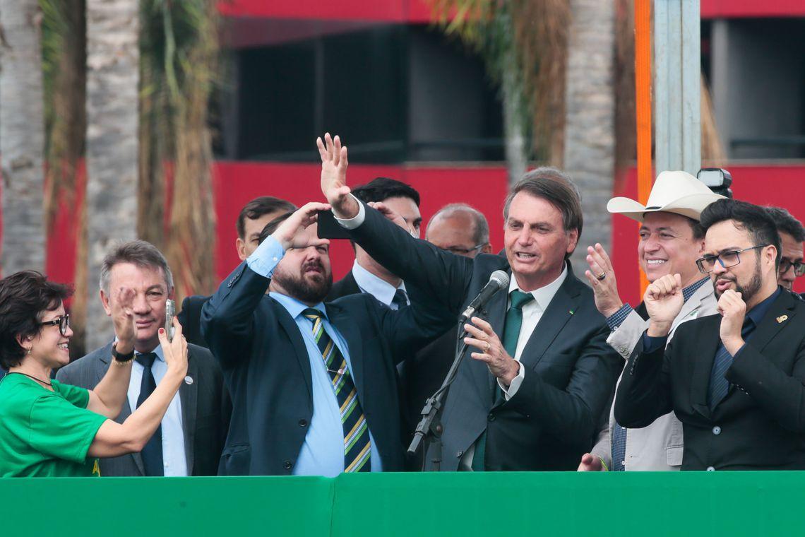 Em referência a revolver, número do partido de Bolsonaro será 38