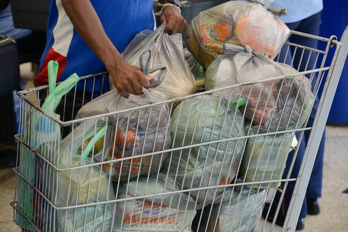 Custo da cesta básica sobre em 11 capitais