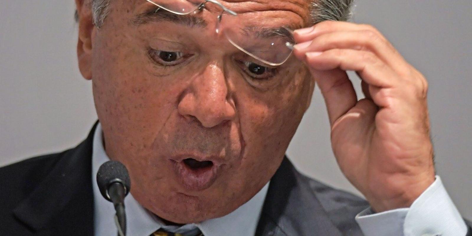 Servidores processam Paulo Guedes por ofensa à categoria